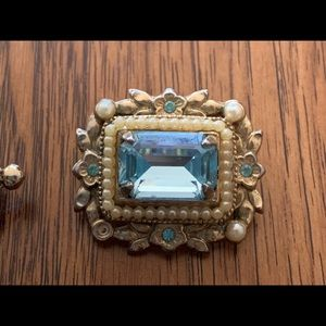 🔥 signed vintage Coro brooch 🔥 sky blue